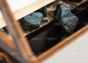 Шахта с шоколадным углем и подъемным механизмом. ЕВРАЗ