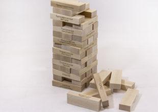 Игра «Падающая башня» в тубусе